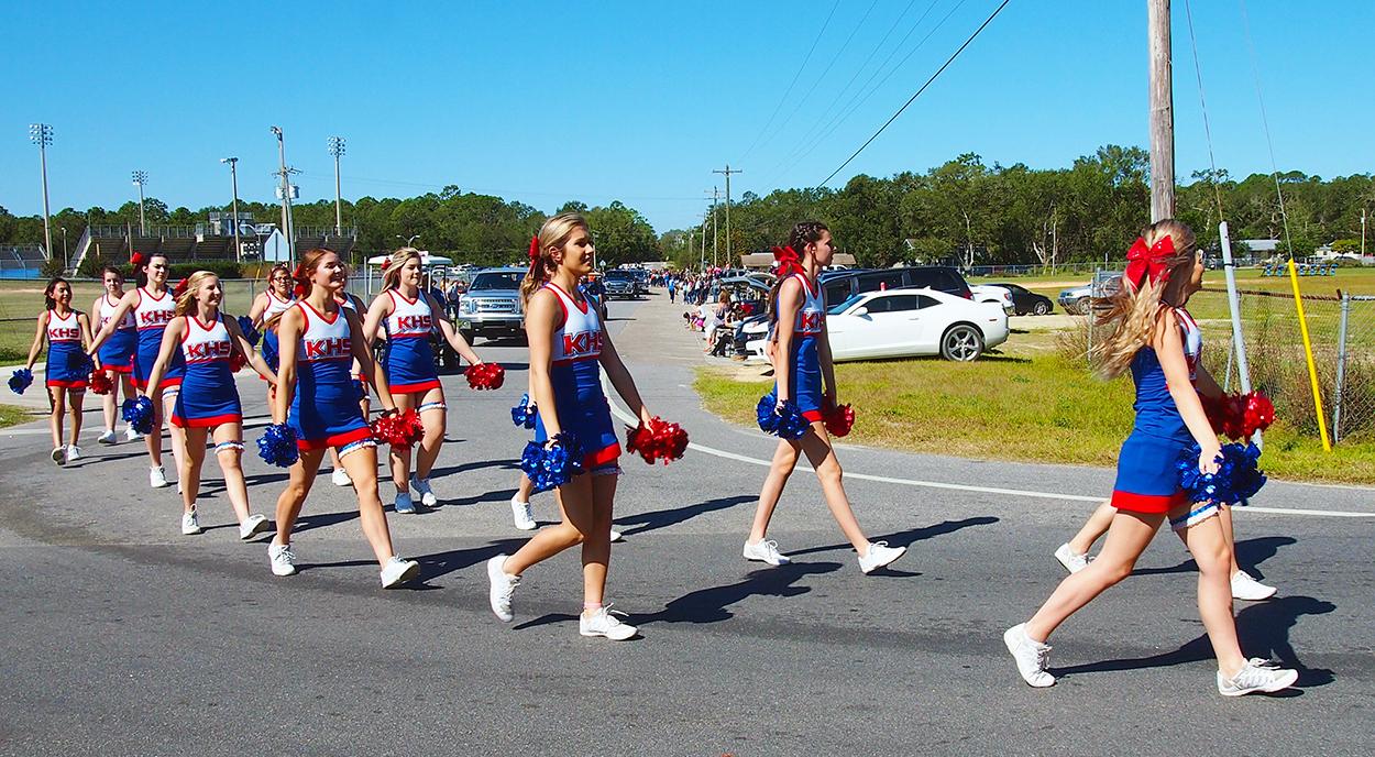 cheerleaders homecoming parade